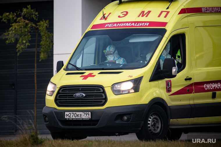 Доставка пациентов скорой помощью в ГКБ №40 «Коммунарка» во время пандемии SARS-CoV-2. Москва